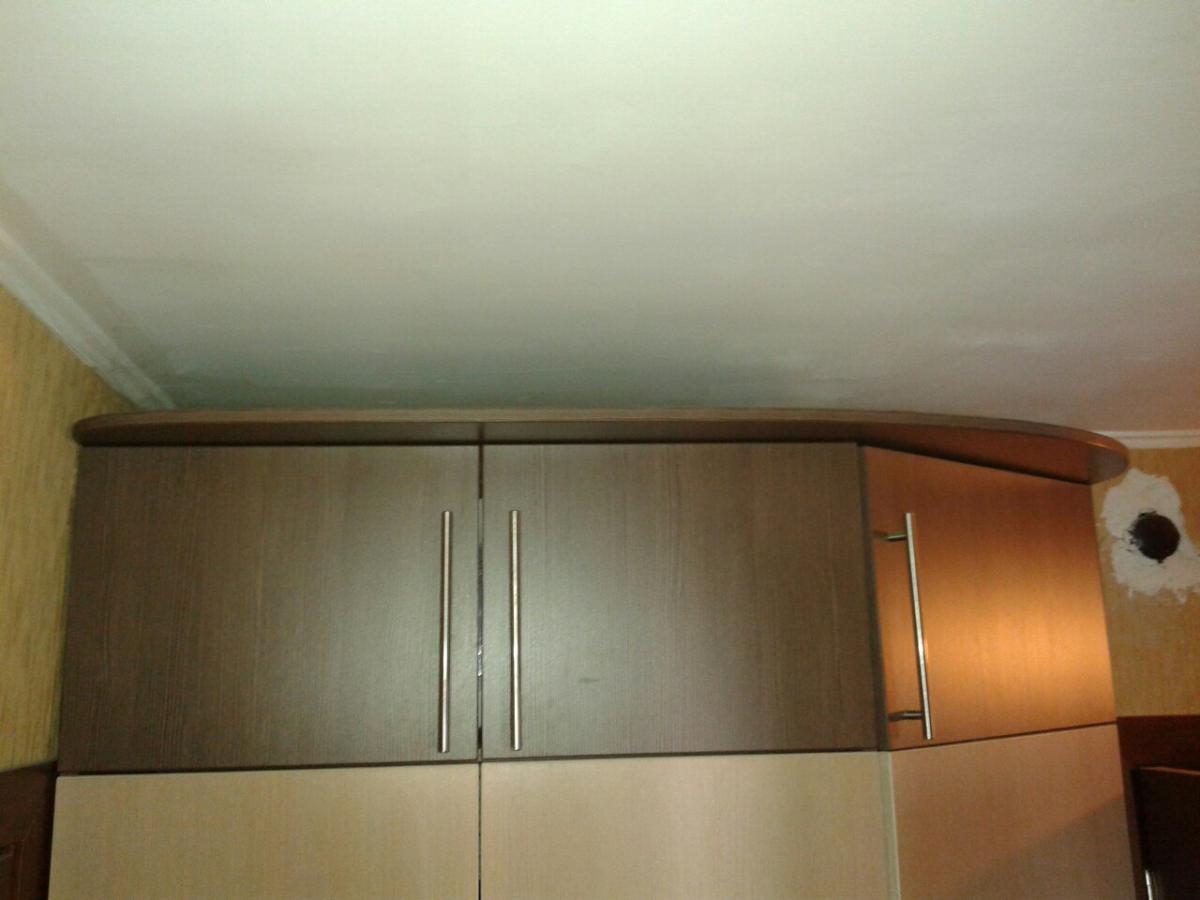 Как сделать натяжные потолки при встроенном шкафе 537